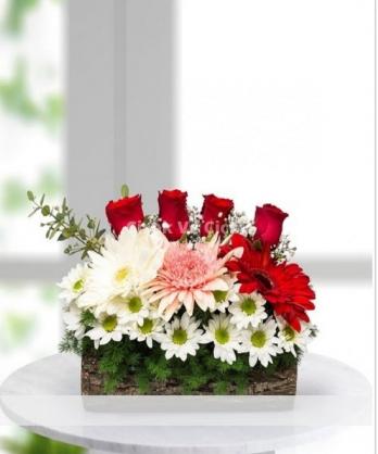 Kütükte Çiçek Aranjmanı