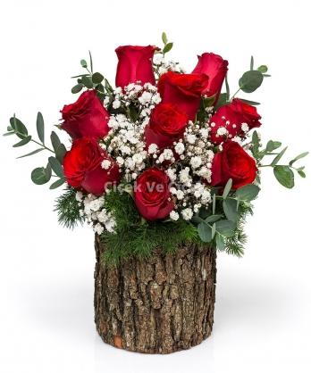 Doğal Kütükte Kırmızı Güller
