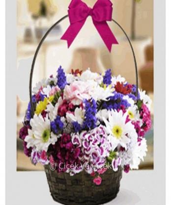Sepette Rengarenk Çiçekler